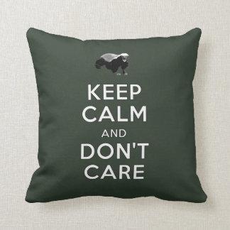 Guarde la calma y no cuide cojín