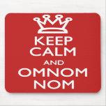 Guarde la calma y OmNom Nom Tapete De Ratón