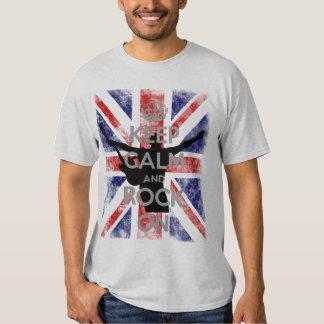 Guarde la calma y oscile en bandera BRITÁNICA Poleras