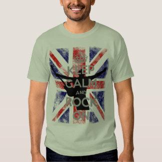 Guarde la calma y oscile en bandera BRITÁNICA Remera