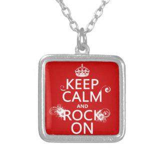 Guarde la calma y oscile en (cualquier color de fo colgantes personalizados