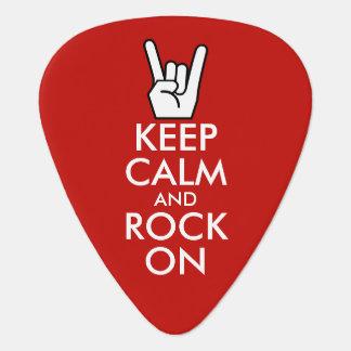 Guarde la calma y oscile encendido púa de guitarra