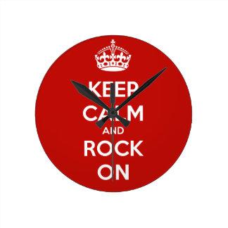 Guarde la calma y oscile encendido reloj