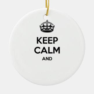 ¡Guarde la calma y… para añadir su propio texto Adorno Navideño Redondo De Cerámica