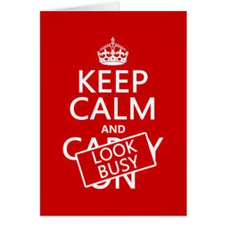 Guarde la calma y parezca ocupado (cualquier color tarjeta de felicitación
