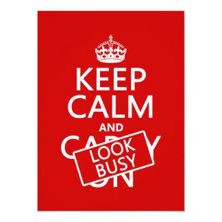 """Guarde la calma y parezca ocupado (cualquier invitación 5.5"""" x 7.5"""""""