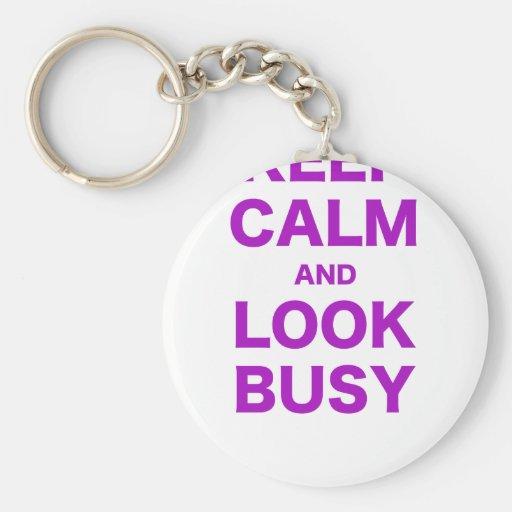 Guarde la calma y parezca ocupado llavero personalizado