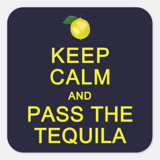 Guarde la calma y pase a los pegatinas del Tequila Pegatina Cuadrada