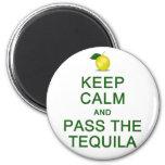 Guarde la calma y pase el imán del Tequila