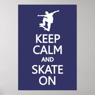 Guarde la calma y patine en el poster de encargo