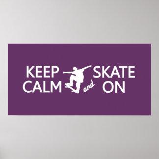 Guarde la calma y patine en el poster de encargo d