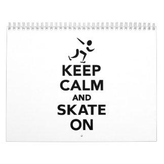 Guarde la calma y patine encendido calendarios