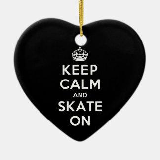 Guarde la calma y patine encendido adornos de navidad