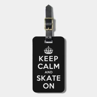 Guarde la calma y patine encendido etiqueta para maleta