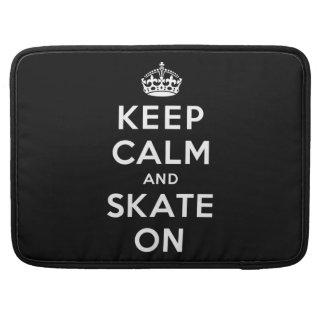Guarde la calma y patine encendido funda para macbooks