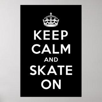 Guarde la calma y patine encendido posters
