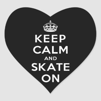 Guarde la calma y patine encendido pegatina en forma de corazón