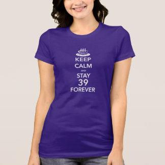 Guarde la calma y permanezca 39 para siempre camisetas