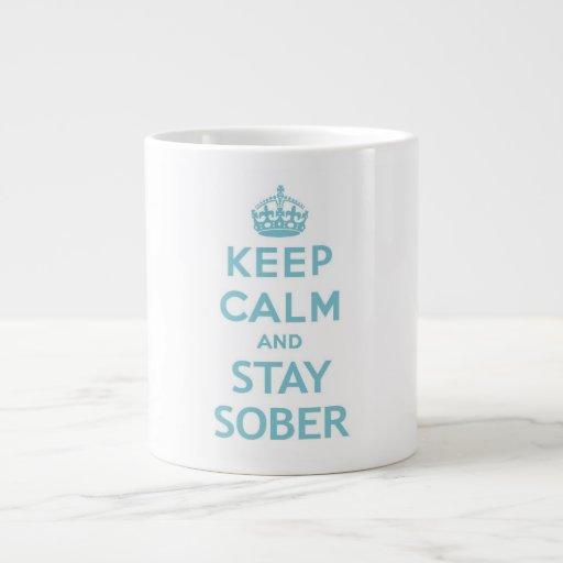 Guarde la calma y permanezca la taza sobria taza grande