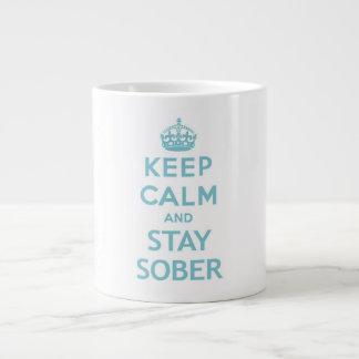 Guarde la calma y permanezca la taza sobria tazas jumbo
