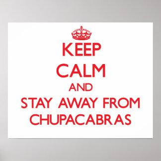 Guarde la calma y permanezca lejos de Chupacabras Póster