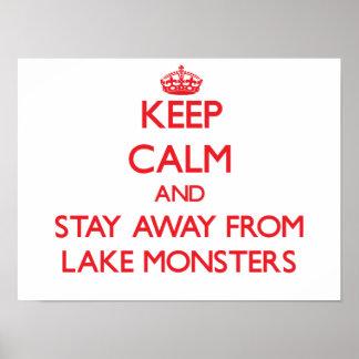 Guarde la calma y permanezca lejos de monstruos de poster