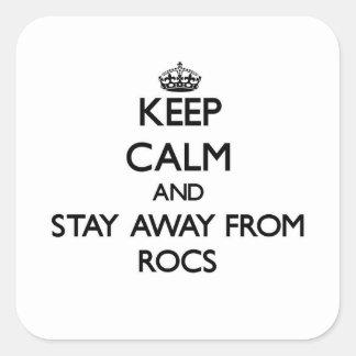 Guarde la calma y permanezca lejos de rochos pegatina cuadrada