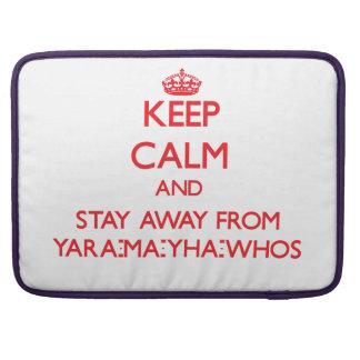 Guarde la calma y permanezca lejos de Yara-mA-yha- Funda Para Macbook Pro