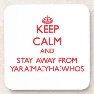 Guarde la calma y permanezca lejos de Yara-mA-yha- Posavasos De Bebidas