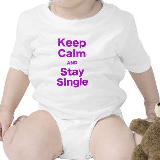 Guarde la calma y permanezca solo trajes de bebé