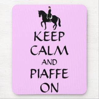 Guarde la calma y Piaffe en Dressage Tapetes De Ratón