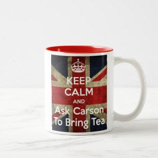 Guarde la calma y pida el té taza de café de dos colores