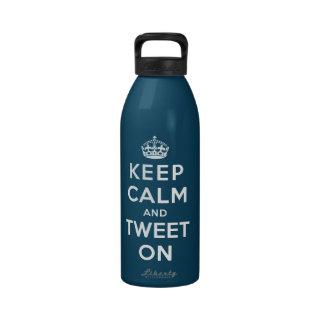 Guarde la calma y pie encendido botella de beber