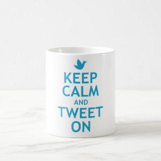 Guarde la calma y pie encendido taza