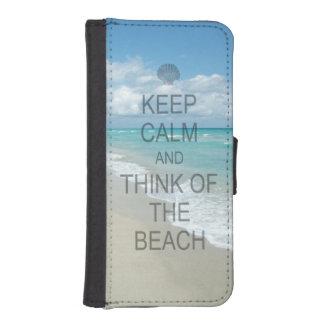Guarde la calma y piense en la playa fundas billetera para teléfono