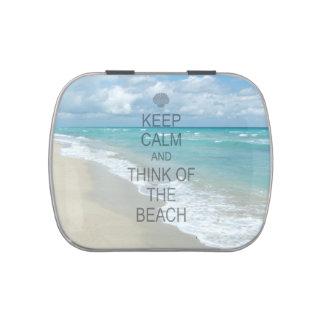 Guarde la calma y piense en la playa latas de dulces