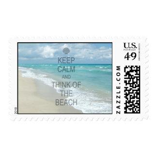 Guarde la calma y piense en la playa sello