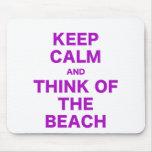 Guarde la calma y piense en la playa alfombrillas de ratones