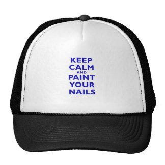 Guarde la calma y pinte sus clavos gorras