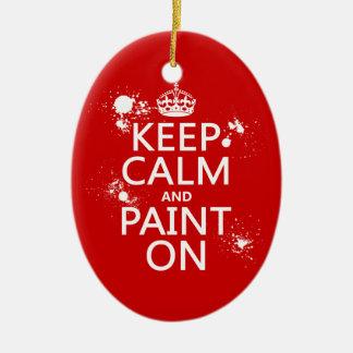 Guarde la calma y píntela en (en todos los adorno navideño ovalado de cerámica