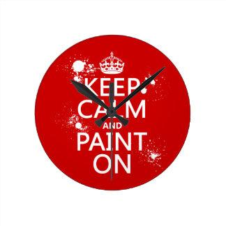 Guarde la calma y píntela en (en todos los reloj redondo mediano