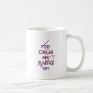 Guarde la calma y píntela encendido taza clásica