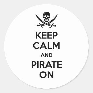 Guarde la calma y piratéela encendido pegatinas redondas