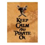 Guarde la calma y piratéela encendido tarjeta postal