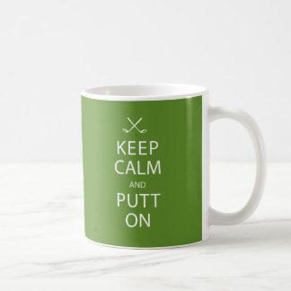 Guarde la calma y ponga encendido - la taza del