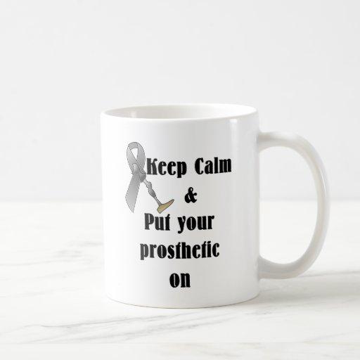 Guarde la calma y ponga su prostético taza