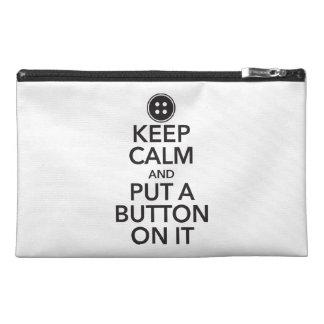 Guarde la calma y ponga un botón en él mini bolso