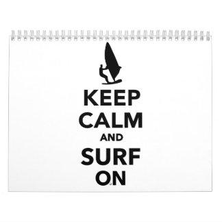 Guarde la calma y practique surf encendido calendario