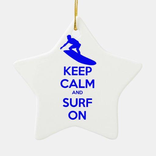 Guarde la calma y practique surf encendido adorno para reyes
