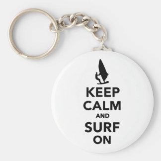 Guarde la calma y practique surf encendido llaveros